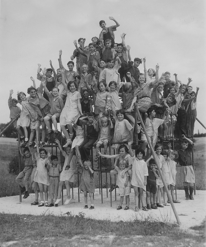 Early KenCrest Years - children on jungle gym